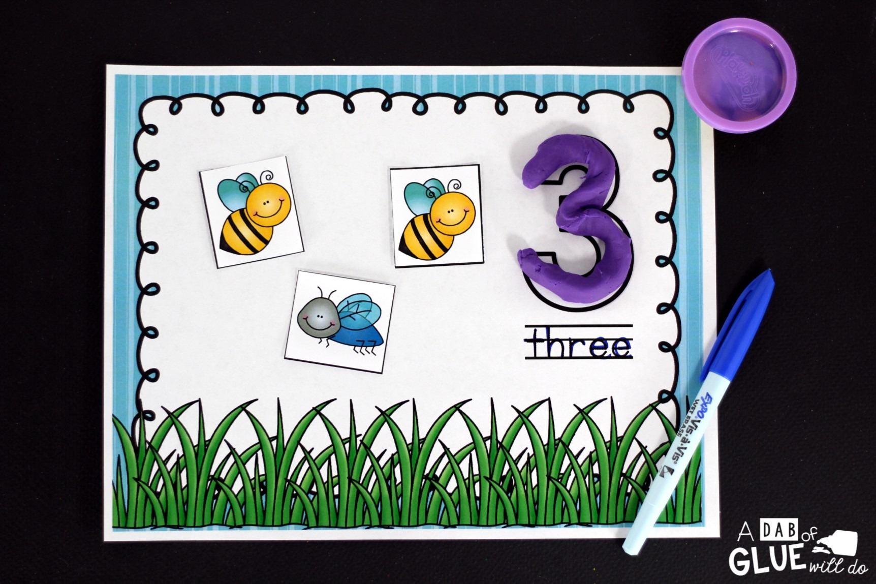 Insect Counting Mats freebie comes with insect counting mats for numbers 1 through 20. In addition there are five pages of insect cards.