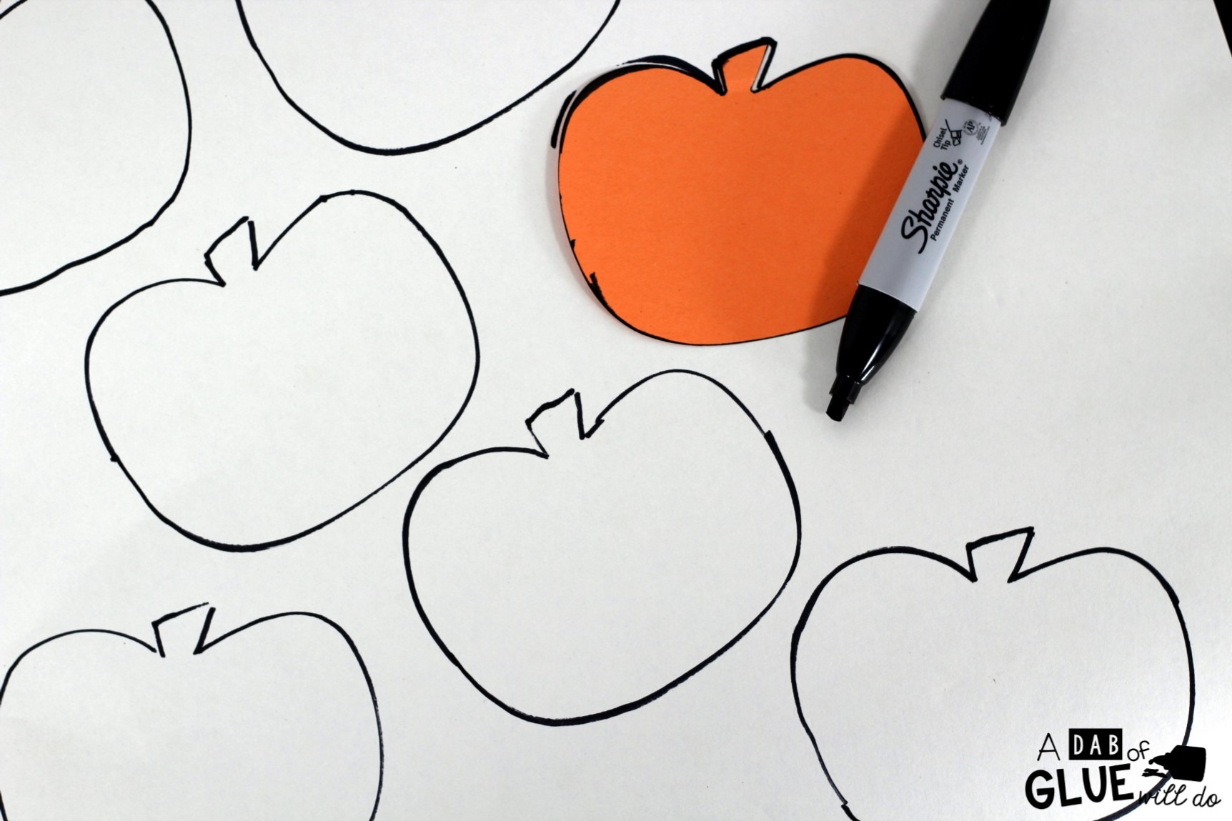 DIY Pumpkin Matching Puzzle is a fun, hands-on gamefor children of allages. Toddlers and preschool, kindergarten, and first grade students will be having so much fun that they will not even know that they are learning.