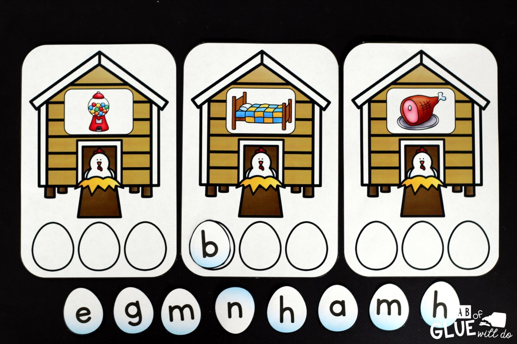 Farm CVC Words is perfect way to have students practice making words in a fun, hands-on literacy center. This free printable is perfect for preschool, kindergarten, and even first grade. It is a great addition during a farm theme or unit.