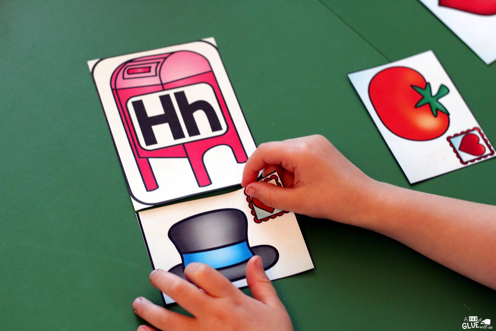 Make learning fun with these Valentine's Day Initial Sound and Number Match-Ups. Your elementary age students will love this fun Valentine's Day themed literacy center and math center! Perfect for literacy stations, math stations, or small review groups. Use in your Preschool, Kindergarten, and First Grade classrooms. Black and white options available to save your color ink.