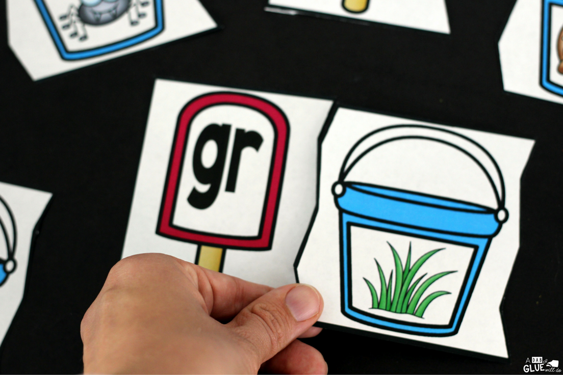 Summer Blend Puzzles will have your students reviewing blends, while having fun! It will be the perfect addition to your literacy centers this summer. This free printable is great for kindergarten and first grade students.