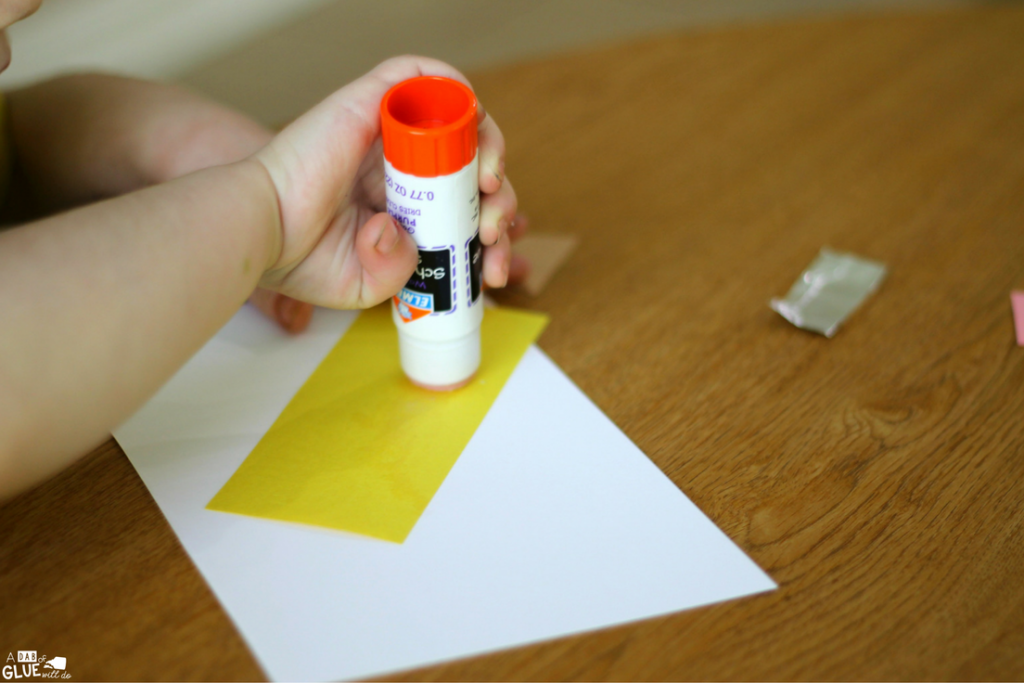 At the beginning of the school year, I am always looking for easy and fun school themed activities for my students like this Simple Shape Pencil Craft.