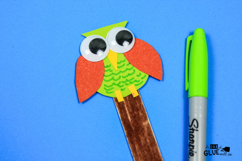 Here's a cute Back to School Owl Bookmark Craft to get your students excited about reading! It also works best as a 'first day of school' gift or as book club favors