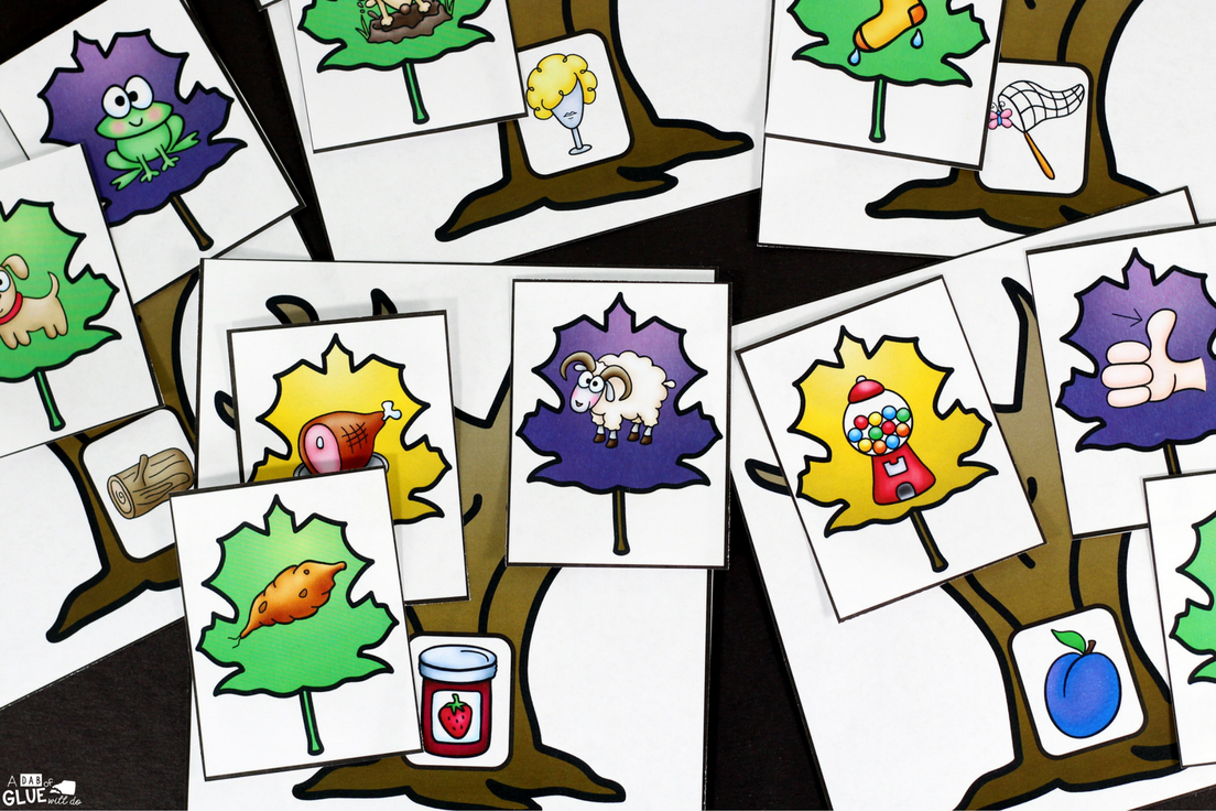 Rhyming Leaves Match-Up Freebie is a quick, hands-on activity to get your students learning and having fun! This free printable is perfect for pre-k, kindergarten, and first grade students.