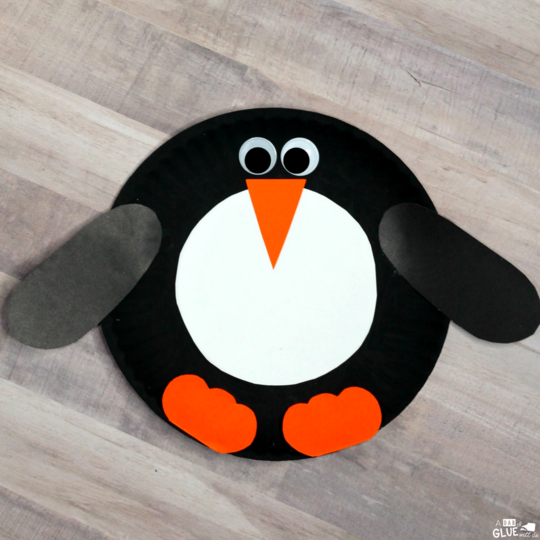 Add this Paper Plate Penguin Craft to your classroom winter crafts! Itu0027s perfect for winter : penguin paper plates - pezcame.com