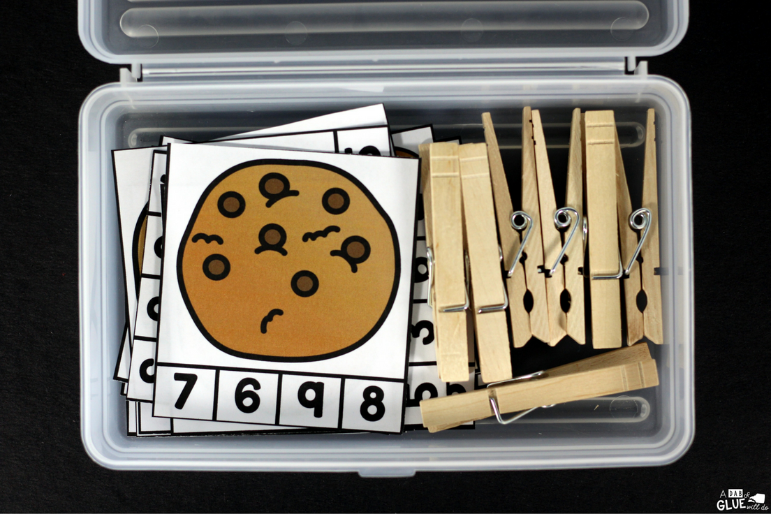 Cookie Counting Clip Cards is great math activity for students to practice numbers and counting anytime of the year.  This free printable is perfect for preschool, kindergarten, and first grade students.