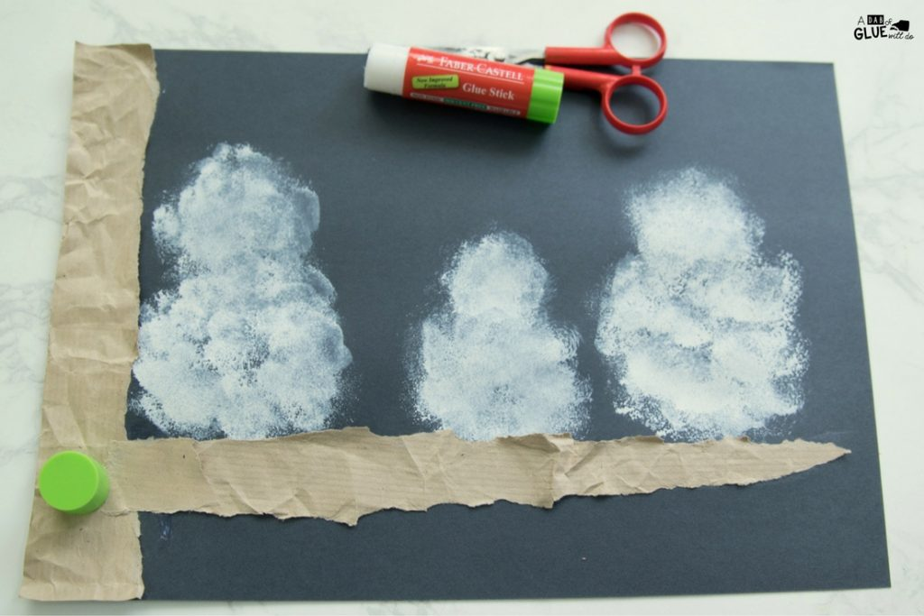 Winter crafts are perfect for kids! Try this Pom Pom Stamped Snowy Owl Painting as your next 5 minute craft. Your creative kids will love this easy craft.