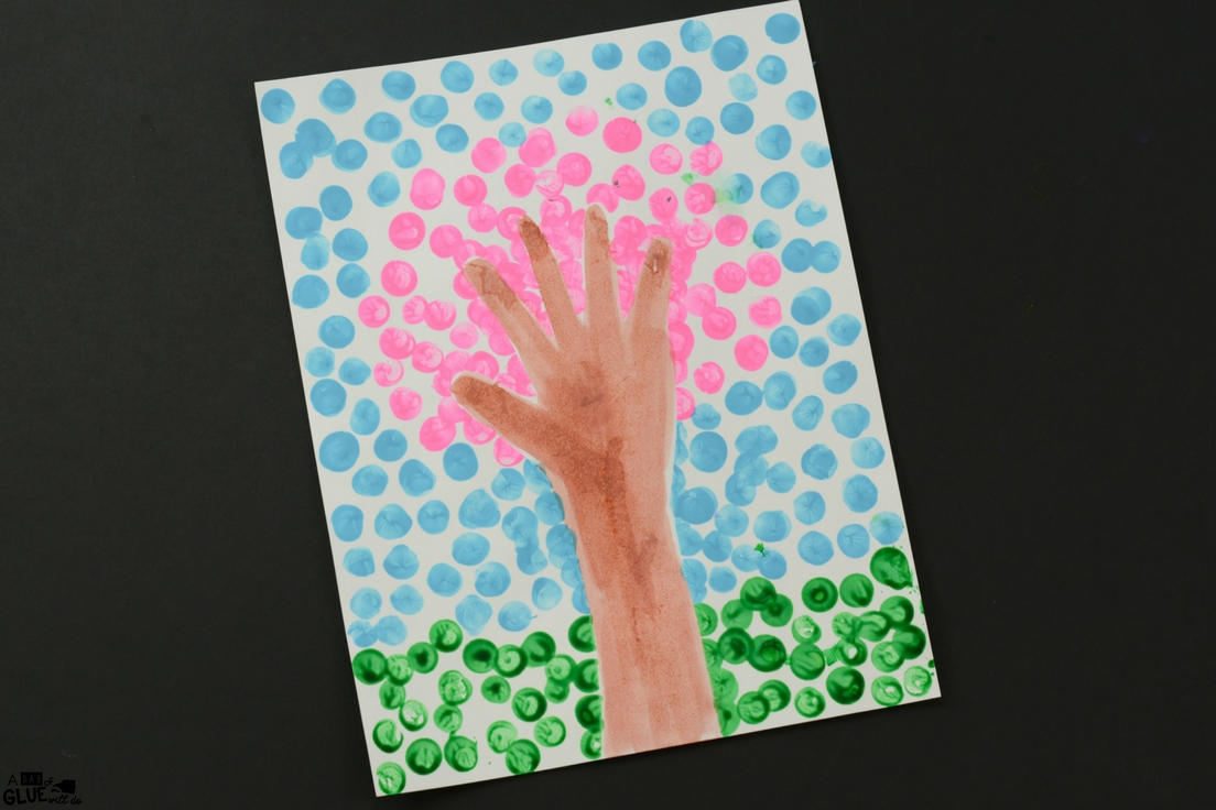 Spring Fingerprint Tree is a simple art project for kids! If you love cherry blossom crafts or season craft, this is perfect for your kindergarten classroom