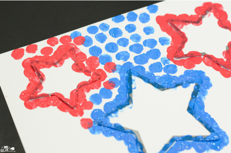 Make this 4th of July Patriotic Stars thumbprint craft year after year with your students.