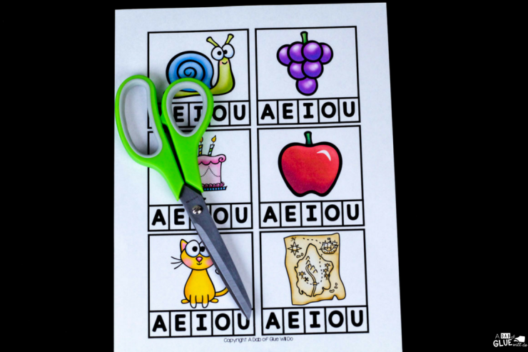 Your students are going to LOVE using this Vowel Clip Card printable at anytime of the year! The perfect addition to your literacy centers.