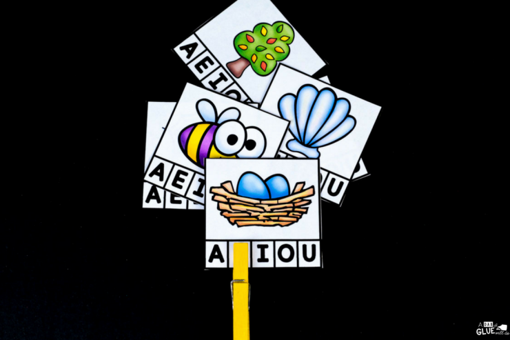 Your students are going to LOVE using these vowel clip card printable in your early literacy centers. Perfect for PreK, Kindergarten, or First Grade.