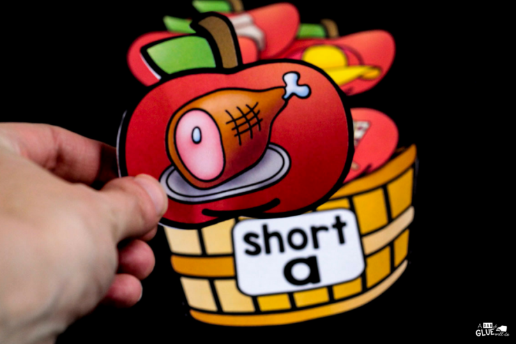 Whether your students are learning or reviewing long and short vowel sounds, they will LOVE having this apple middle sound match up in your early literacy center.