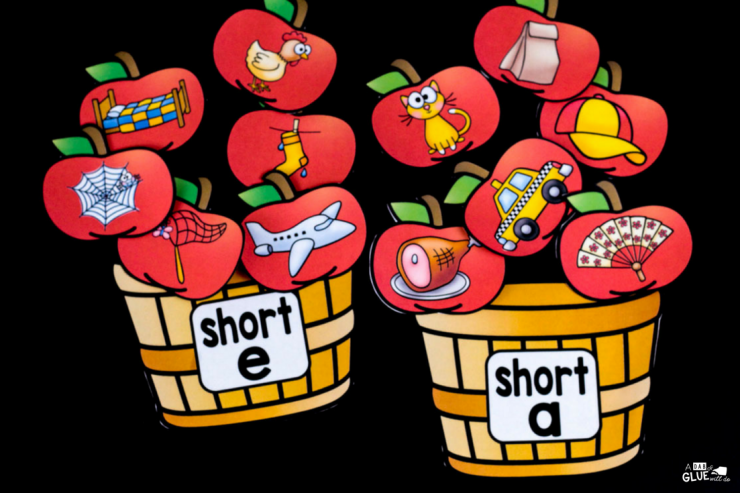 If your students are struggling with long and short vowel sounds, then you will LOVE using this apple middle sound match up. Perfect for your Kindergarten or First Grade classroom.