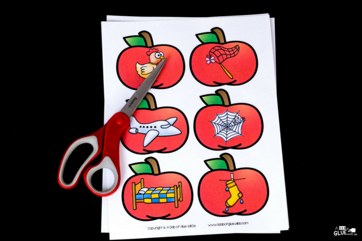 Your students are going to LOVE this apple middle sound match up! Perfect for learning or reviewing long and short vowel sounds.