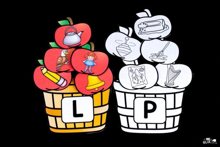 Engage your PreK, Kindergarten, or First Grade students in early literacy FUN with this apple ending sound match up! The perfect addition to you early literacy center.