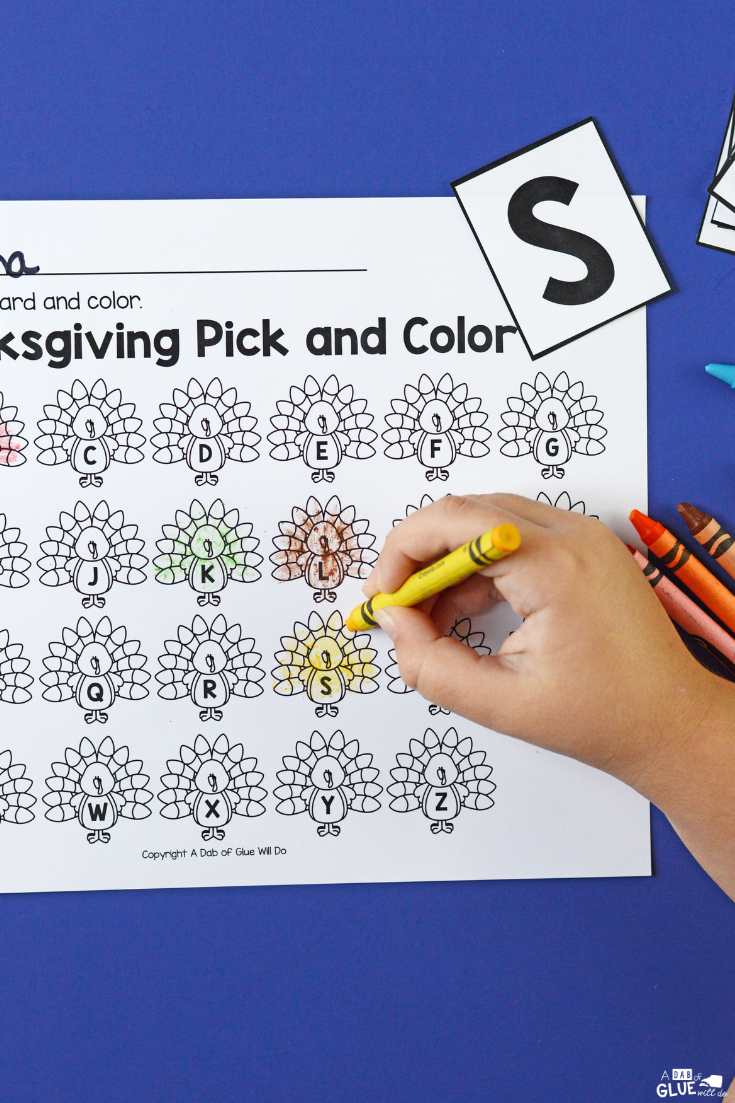 This Thanksgiving pick and color printable helps young readers to connect printed text to spoken language as they build their letter recognition and sounds.