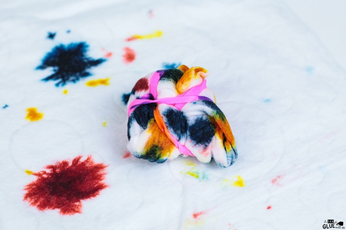 Have fun with this Tie-Dye Baby wipe experiment